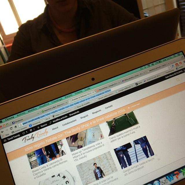 A lavoro con la mia nuova assistente @gabri_defilippis #work #blogger #tenditrendy #post
