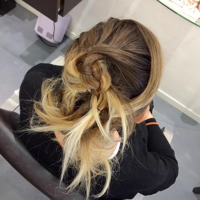 Presto sul blog vi parlerò di quest'acconciatura: in soli 15 minuti pronte per le feste da @pinoesalvo_parrucchieri #pinoesalvo #igersbari #hair #beauty