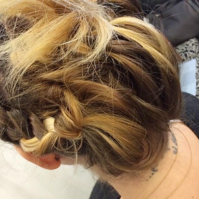 Seconda acconciatura per le feste in meno di 15 minuti...presto sul blog thanks to @pinoesalvo_parrucchieri #hair #beauty