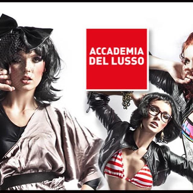 Giovedì 22 gennaio Open Lab di Accademia del Lusso. Scopri il Fashion & Luxury System con laboratori aperti a tutti di: Fashion Styling, Fashion Design, Brand Management, Visual Merchandising e nuove tendenze. Se volete partecipare e trovare il lavoro del futuro gli appuntamenti sono a Milano in via Montenapolone 5 dalle 14 alle 18 e Roma in via Barberini 67 dalle 15 alle 22. Per maggiori info: http://www.accademiadellusso.com/eventi-scuola-moda.aspx #accademiadellusso #openlab #fashion