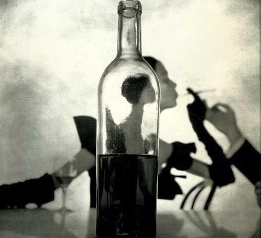 irving-penn-girl-behind-bottle-1949 foto presa da thenowandthen