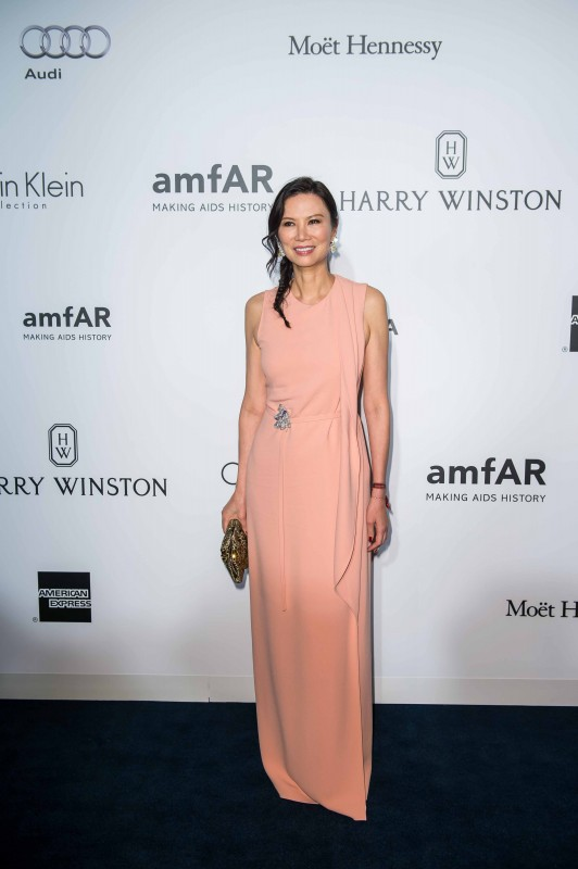 HONG KONG - MARCH 19: Wendi Murdoch arrives on the red carpet during the 2016 amfAR Hong Kong gala at Shaw Studios on March 19, 2016 in Hong Kong, Hong Kong. (Photo by Xaume Olleros/Getty Images for amfAR) *** Local Caption *** Wendi Murdoch